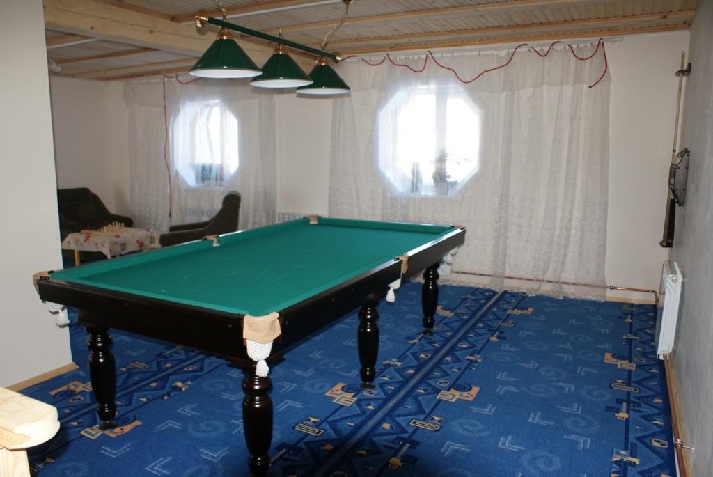 Бильярд в гостевом доме. Фото: altai-zlatogor.ru