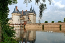Замок Сюлли-сюр-Луар (Sully-sur-Loire)
