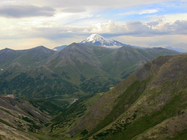 Ичинский вулкан и Гональские Востряки. Фото: http://caas.ru/kamchatka_old.html