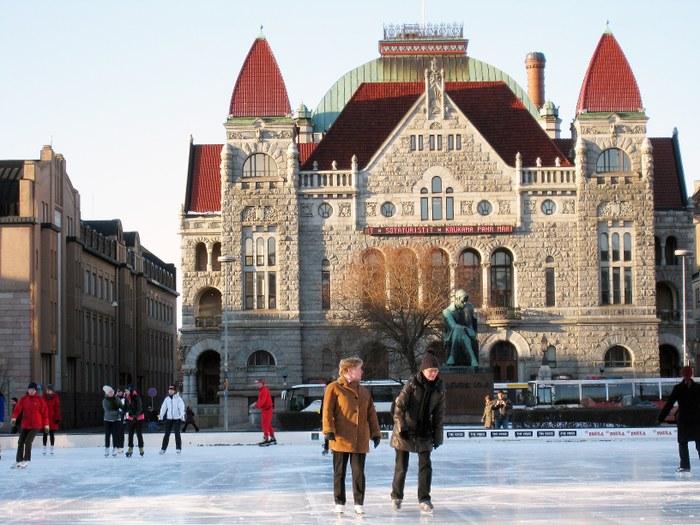 Нциональный театр и ледовый каток. Фото: www.helsinki.ru