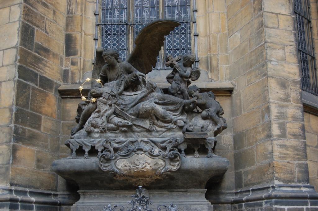 Скульптура у сбора св. Вита. Автор: Robert Nyman. Фото:  www.flickr.com