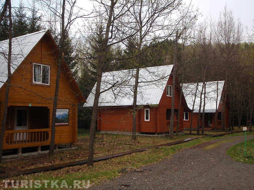 Брусовые домики. Фото: www.turistka.ru