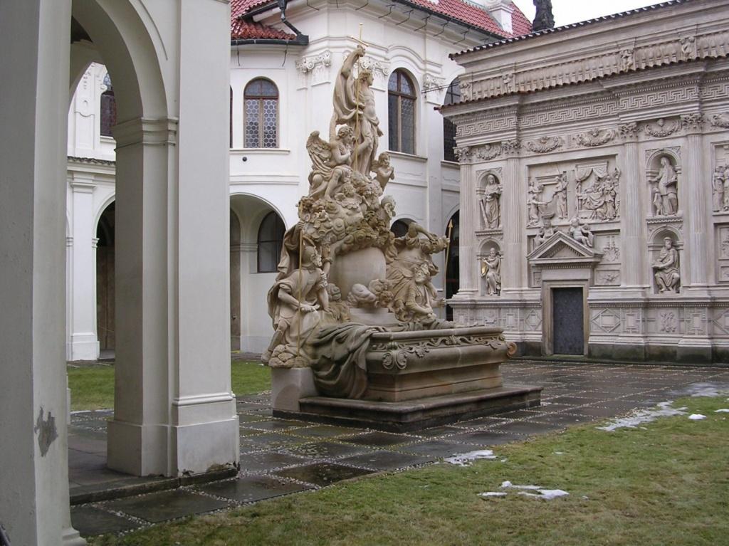 Фонтан во дворе храмового комплекса. Автор: Krokodyl. Фото:  commons.wikimedia.org