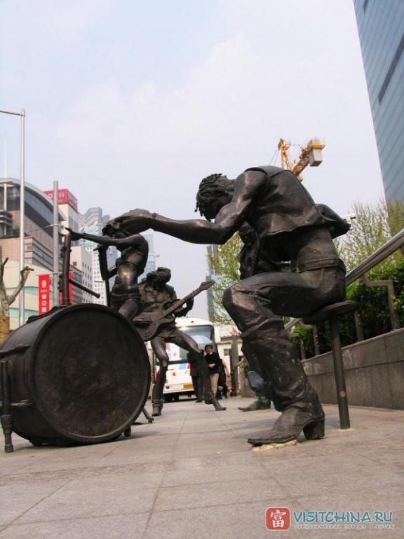 Скульптура на улице Шанхая. Фото:  VisitChina.ru