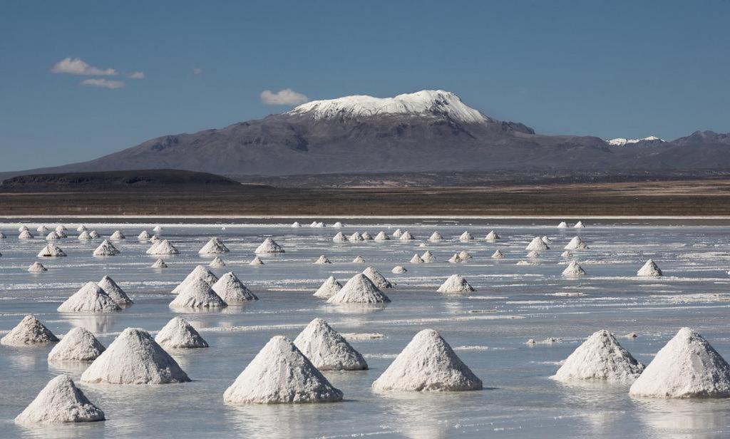 Панорама соляной пустыни Уюни в Боливии. Фото с сайта:  tonkosti.ru
