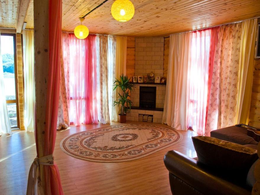Одноэтажный коттедж с камином