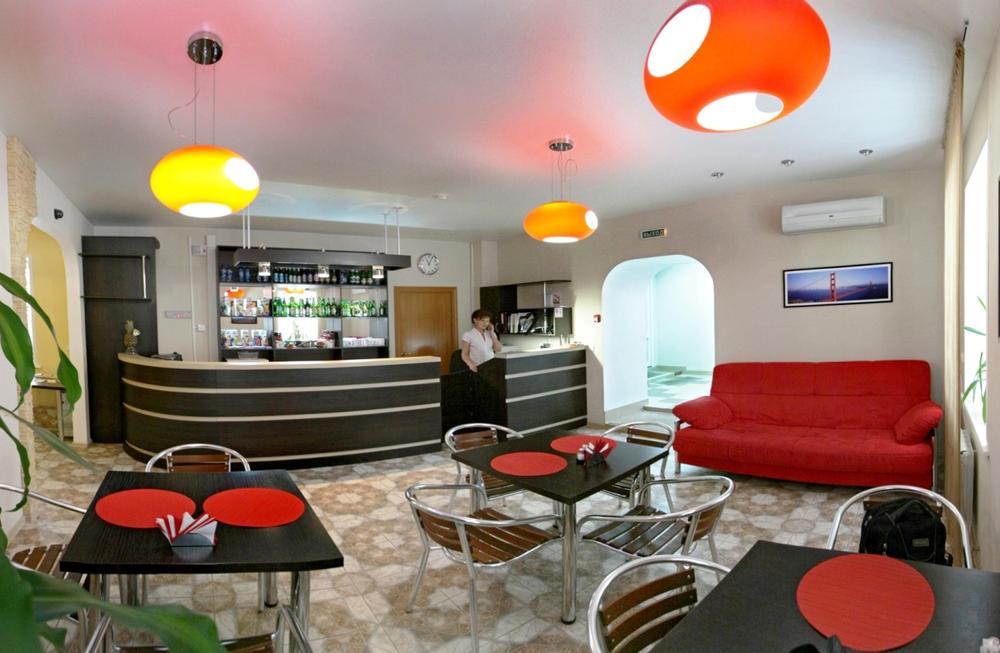 Кафе-бар. Фото: www.avenu.vipngs.ru