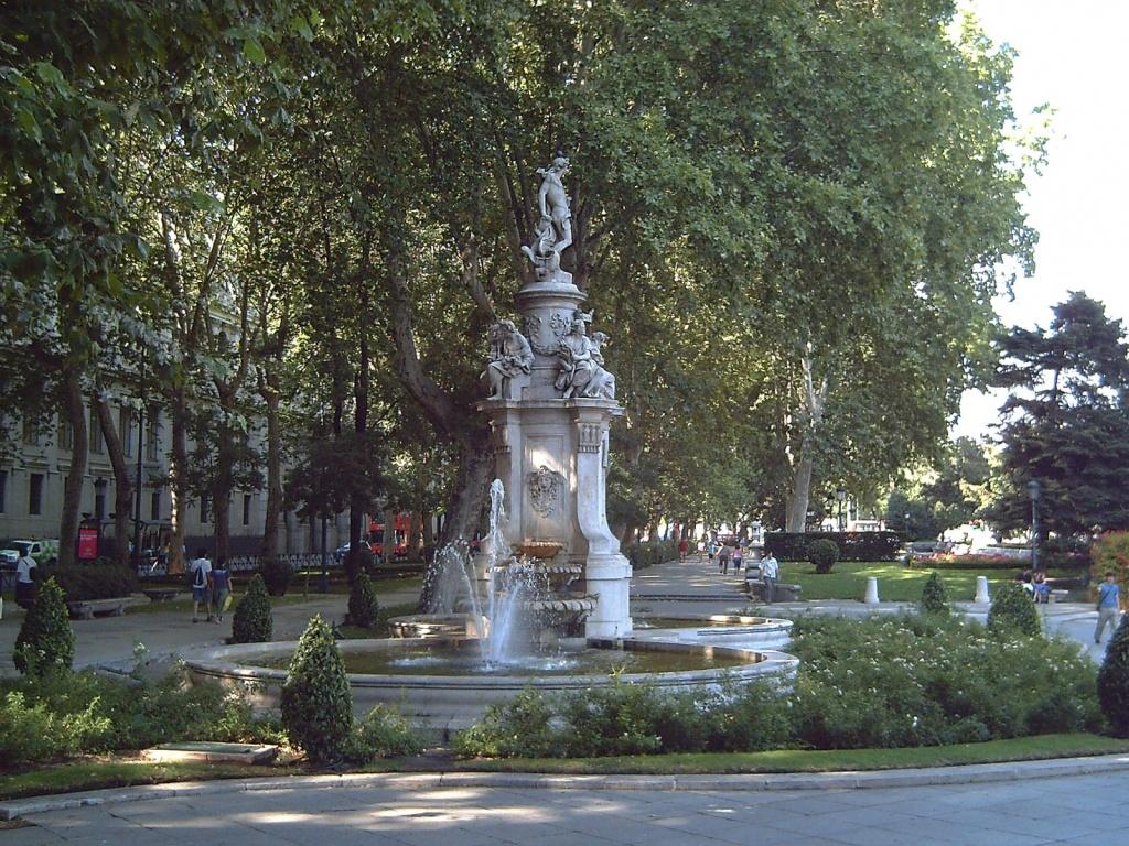 Фонтан Аполлона. Автор: Luis García. Фото:   wikimedia.org