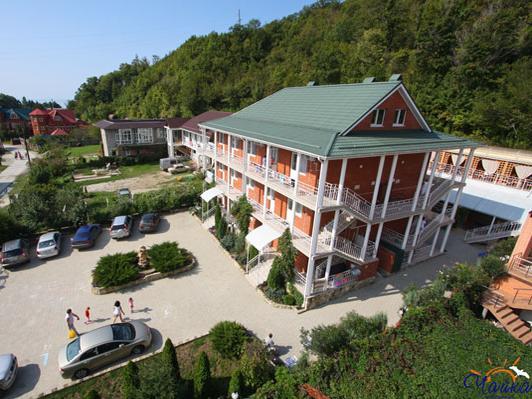 Территория гостиницы «Чайка». Фото: www.chaika333.com