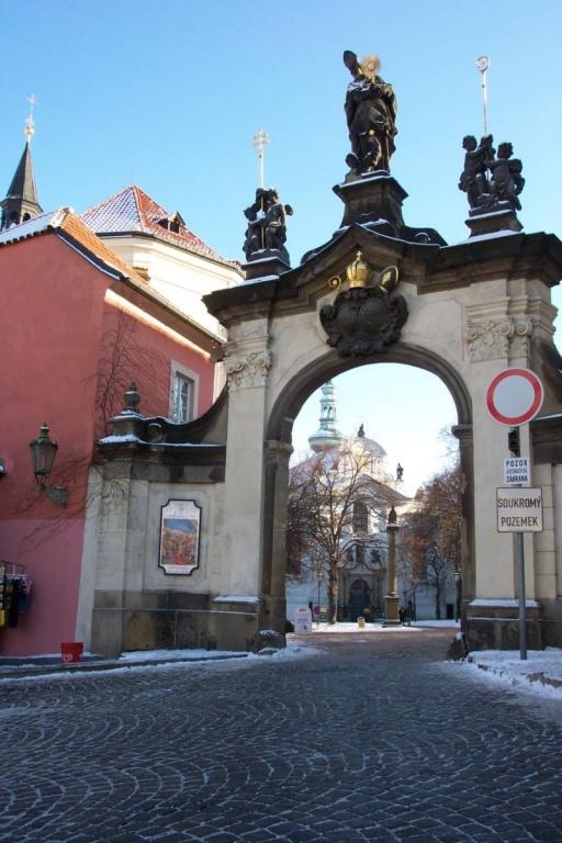 Главные ворота монастыря. Автор: Patrick-Emil Zörner. Фото:  commons.wikimedia.org