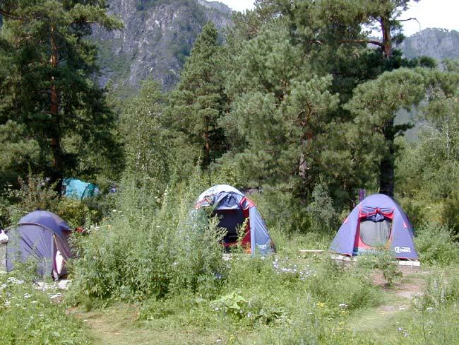 Палатки на настилах   www.turistka.ru