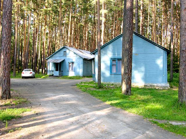 Домики. Фото: www.baza-izumrud.ru