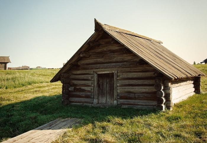 Надпогребенница — сооружение над погребом. Фото: Роман (Скоромысл) Суханов