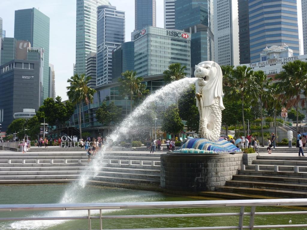 Статуя Мерлиона в заливе Марина Бэй. Автор: Yutaka Tsutano. Фото:  www.flickr.com