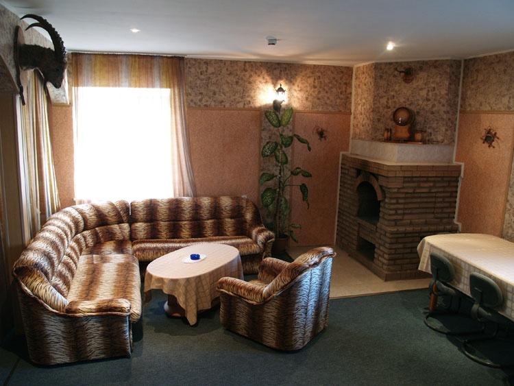 Каминный зал в номере Люкс. Фото: www.7fridays.ru