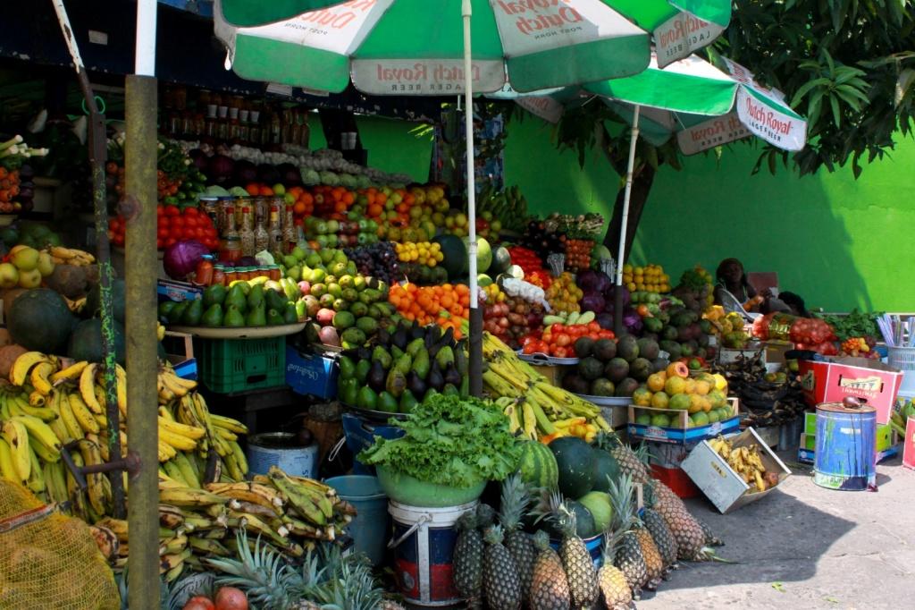 Лавка фруктов, Либревиль. Автор: brian.gratwicke. Фото:  www.flickr.com