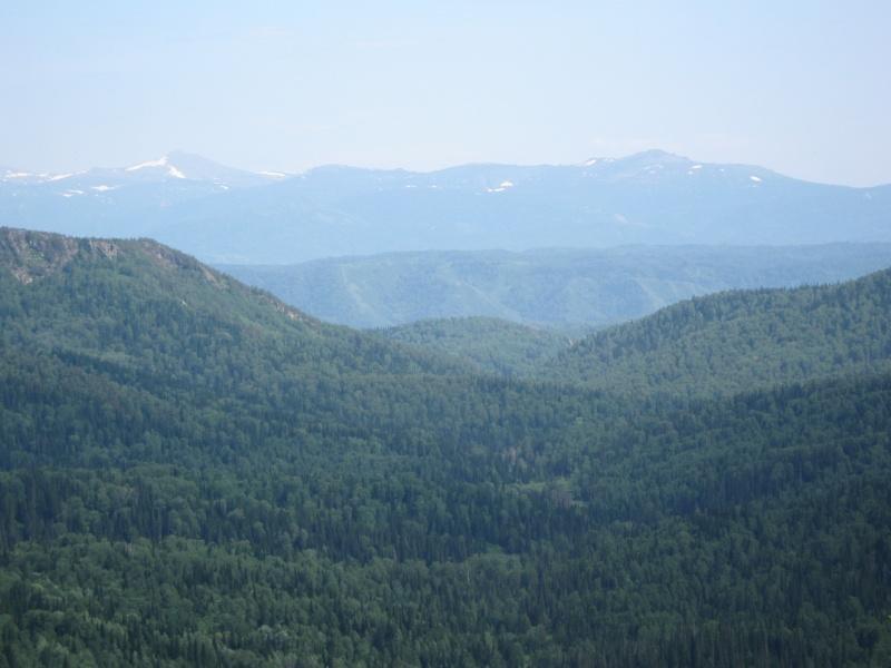 Вид с горы Синюха на Тегерекский хребет. Фото: kolivan22.ru