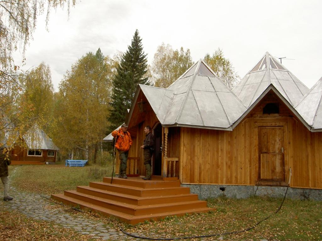 Крыльцо гостиницы. Фото: www.uch-sumer.ru