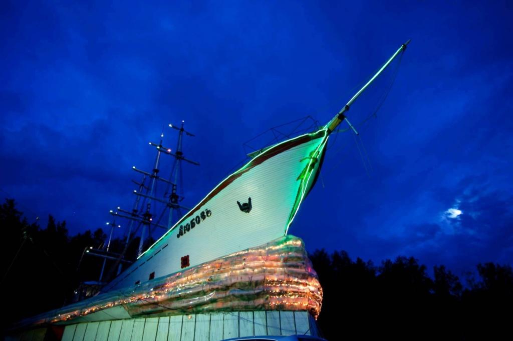 Корабль - гостиница ЛЮБОВЬ