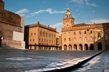 Площадь Маджоре (Piazza Maggiore)
