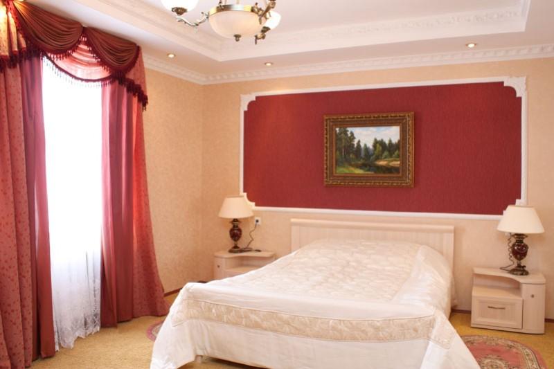 Спальня в президентском номере. Фото: www.dolinaaltai.ru