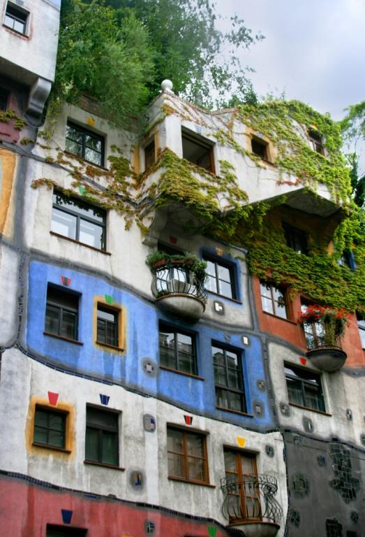 9. Дом Хундертвассера. Фото:  tonkosti.ru