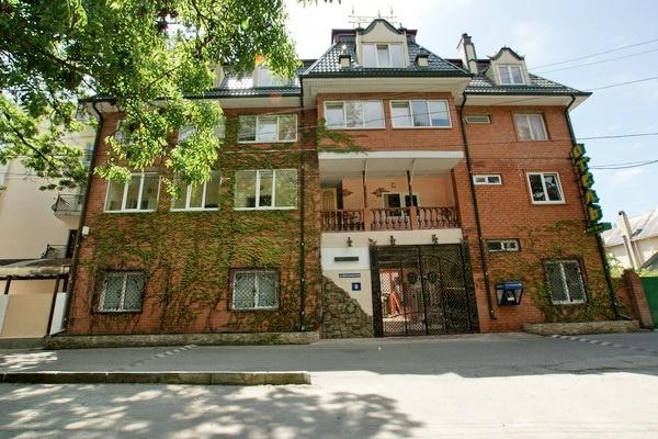 Главный корпус отеля. Фото: www.hotel.fort-artur.ru