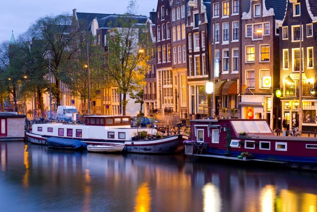 Ночной Амстердам. Фото с сайта  tonkosti.ru