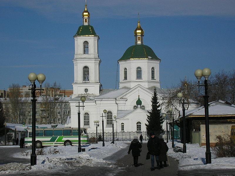 Крестовоздвиженский собор в конце Тарской улицы.