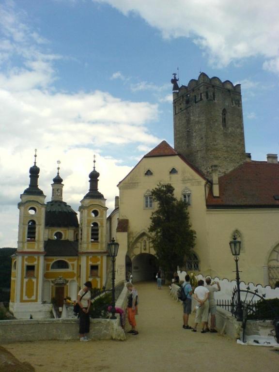 Часовня и сторожевая башня замка. Автор: lirumlar. Фото:  www.flickr.com