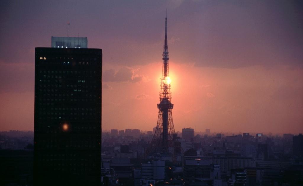 Токийская башня.  Фото с сайта tonkosti.ru