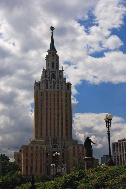 Гостиница «Ленинградская»   Фото:  moscow-live.ru