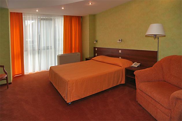Интерьер номера. Фото: www.hotel-adelphia.ru