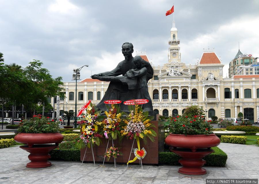 Памятник Хо Ши Мину. Фото:  turbina.ru/q/photo/1/651923/