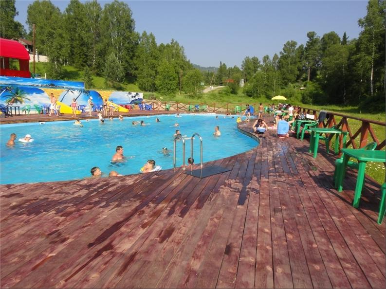 Бассейн на территории туркомплекса «Золотое озеро». Фото: www.kokstravel.ru