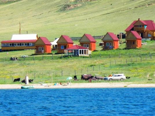 Вид на базу отдыха «Пристань Ольхона»   turbaikal.ru