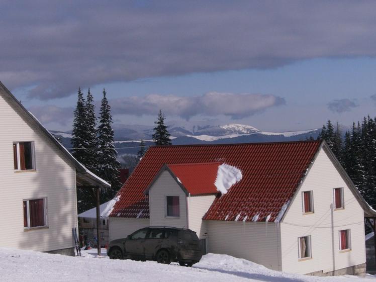 Коттеджи базы «Драгобрат». Фото: dragobrat-go.com