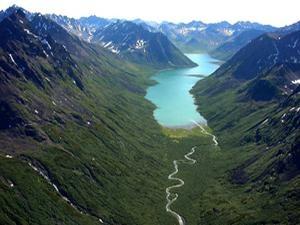 Вид на один из крупных фьордов заповедника. Фото: www.wildkamchatka.ru