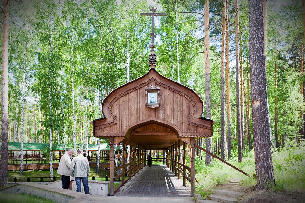Шахту окружает крытая деревянная галерея. Фото: Сергей Большунов