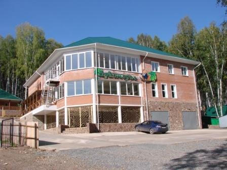 Главный корпус базы отдыха «Лукоморье»