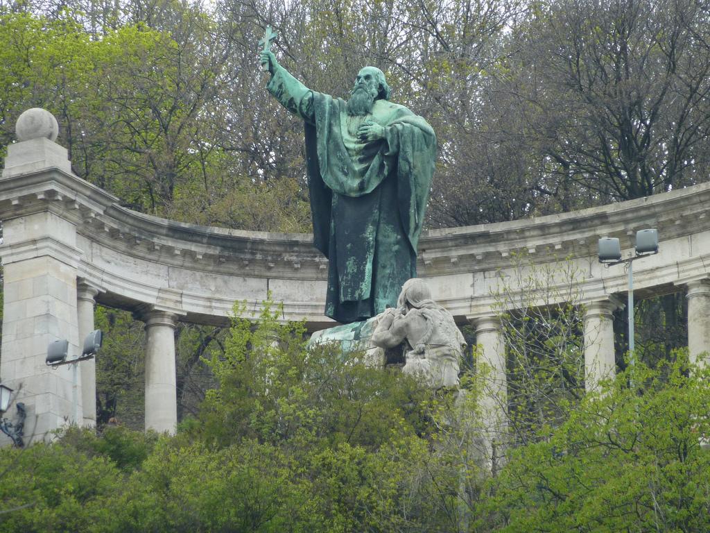 Памятник Геллерту. Фото:  anywaytrip.ru