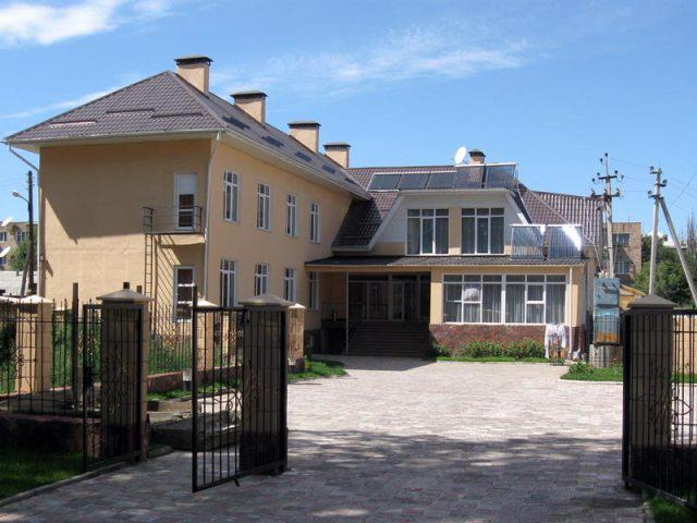 Гостиница «Тагайтай-Каракол». Фото: www.facebook.com/tagaytay.karakol.ru