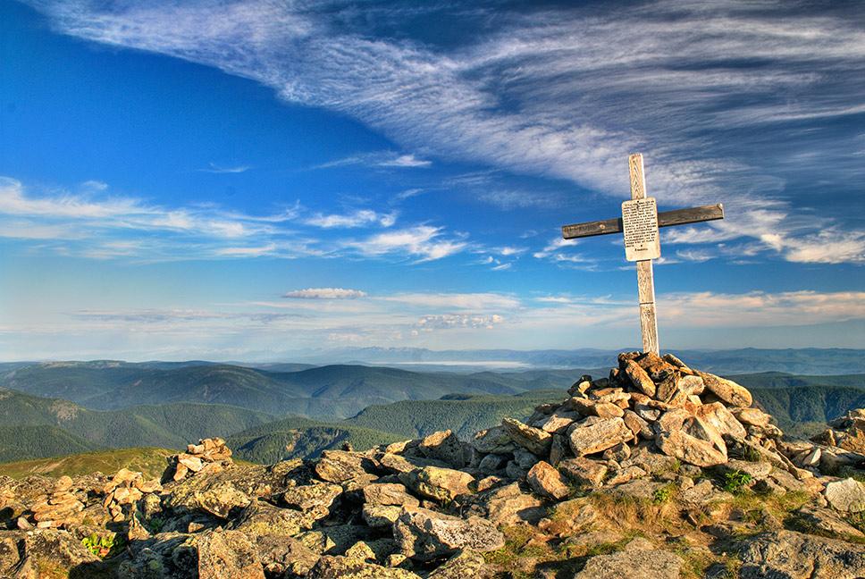 Крест на вершине.  Автор: Васильев Антон Викторович