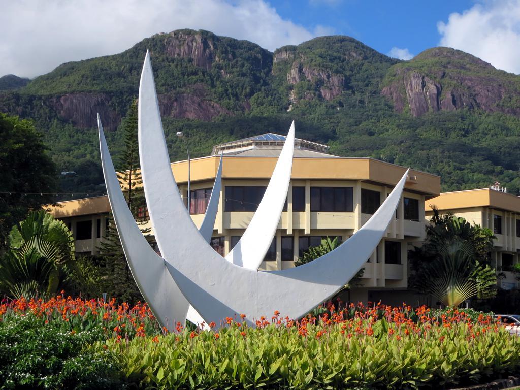 Статуя трех континентов, г. Виктория. Автор: D-Stanley. Фото:  www.flickr.com