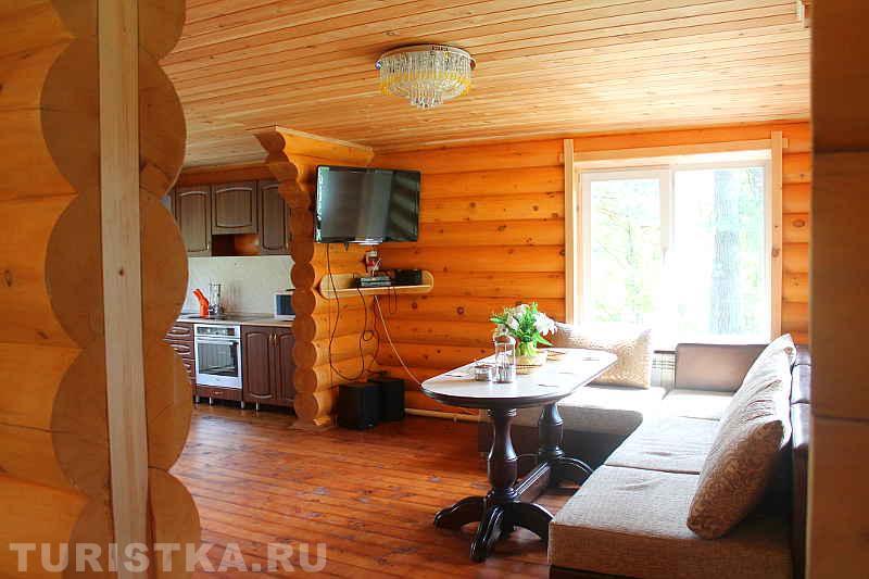 Кедровый дом, гостиная. Фото: turistka.ru