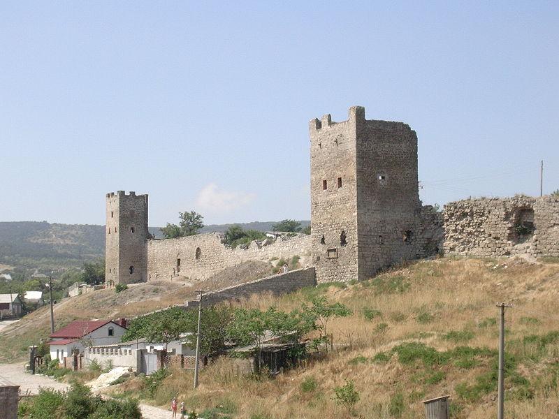 Стены крепости Кафы. Фото:  Отдыхающим в Крыму