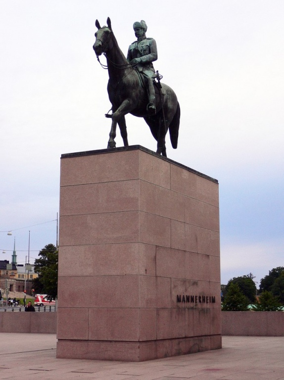 Памятник маршалу Маннергейму. Фото: www.helsinki.ru