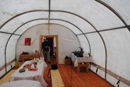 Столовая в палаточном лагере