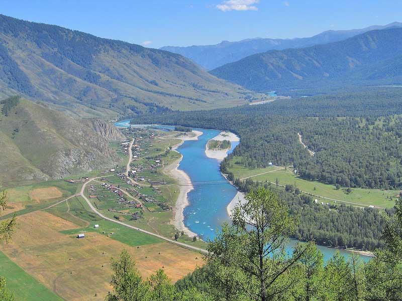 Панорамный вид на реку Тюнгур. Фото: www.belukha.ru