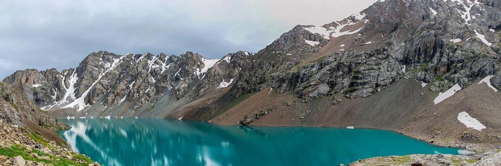 Панорама озера Ала-Куль. Автор фото: Георгий Сальников